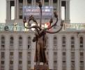 Румын превратил Ленина в нечто похожее на Ктулху и поставил в центре Бухареста